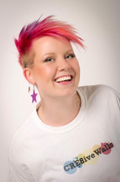 Sara Andersen, ägare och målare på Cre8iveWalls